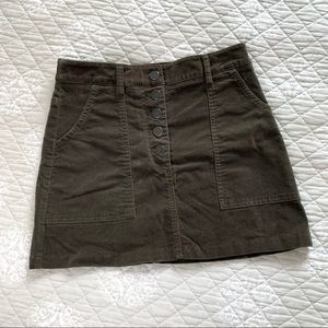 F21 green cargo mini skirt with pockets